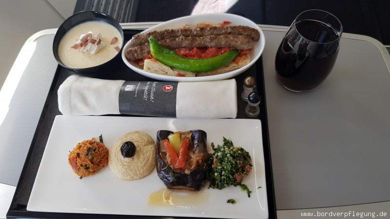 Mittagessen bei Turkish Airlines in der Business Class